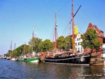 Schiffe an einem Kanal in Schleswig-Holstein von shark24
