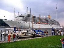 Die Arcadia im Hafen von Travemünde von shark24