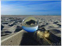 Eine Murmel im Sand von luise-lotte