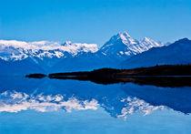 Mount Cook reflected in Lake Pukaki  von Sheila Smart