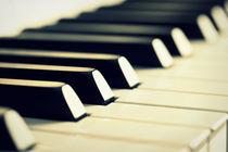Keyboard of a Piano von aremak