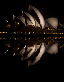 Sydney Opera House night reflection von Sheila Smart