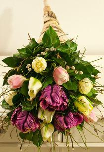 Birkenfüllhorn mit Tulpen von Sina Meyer