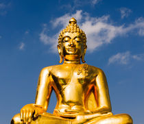 Big golden Buddha statue. von Tom Hanslien