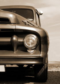 Truck (sepia) by Beate Gube