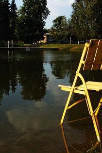 Gelber Stuhl im Abendlicht by STEFARO .