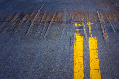 Abs-double-yellow-line