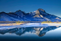 Jasper Mountain Range in Winter von Randall Nyhof