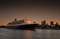 Queen Mary 2 II by photoart-hartmann