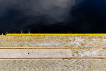 Edge of the pier. von Tom Hanslien