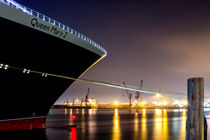 Queen Mary 2 in Hamburg von kunertus