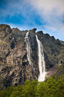 Wilder Wasserfall by Markus Keinath