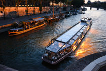 cruise boat Seine by Antoine Acone