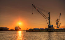 Hamburger Hafen II by photoart-hartmann