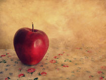 Red apple by daca