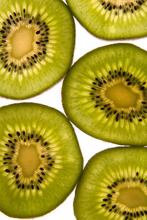 Slices of kiwi by Roman Popov