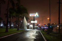 Wigwam Motel at night. von morten larsen