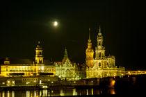 Das Elbufer in Dresden bei Nacht by Gina Koch