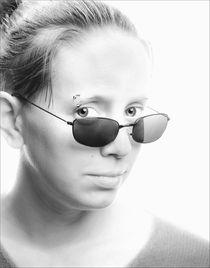 Girl-with-sunglassesdark4x6