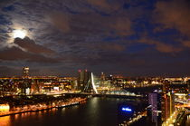 Moon and Clouds over Rotterdam von Marcel van Duinen