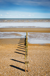 Greatstone Beach Symmetry. by Tom Hanslien