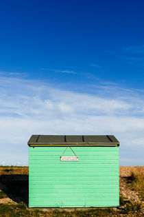 Beach hut at Greatstone Beach. von Tom Hanslien