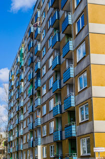 Alte Hochhausfassade by wunschbase-photography