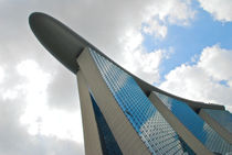 Sky glides on the facade von Nuno Tendais