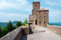 Burg Trifels -Südseite von Erhard Hess