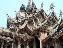 Tempel aus Holz von tola58