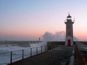 Leuchtturmfoz-do-douro-abend-gischt