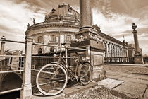 Altes Fahrrad vor Bodemuseum von Christian Behring