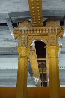 Yellow Pillar in Metro von alina8