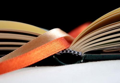Buch-aufgeschlagen