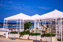 Cafe on sea coast von slavamalai
