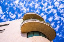 Building against cloudy blue sky von slavamalai