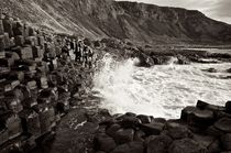 'Waves breaking at the Giant's Causeway' von Johannes Buheitel