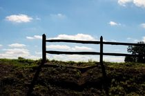 Wooden fence with sky as backdrop von Johannes Buheitel