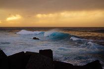 Abendbrandung, surf in the light of sunset von Sabine Radtke