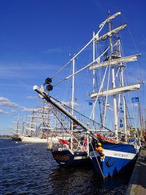 Segelschiffe im Rostocker Hafen von Sabine Radtke
