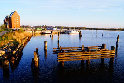 Rostockwarnow-beiholzhalbinselmorgensonne