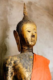 Buddha statue, Wat Xieng Thong. by Tom Hanslien