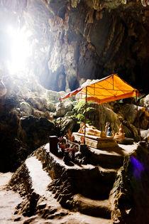 Tham Poukham Cave. by Tom Hanslien
