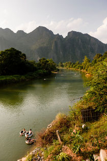 Tranquil Vang Vieng. by Tom Hanslien