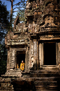 Thommanon ruins, Angkor. by Tom Hanslien