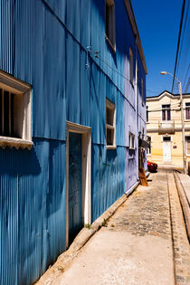 Blue Houses in Valparaiso. by Tom Hanslien