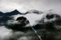Misty Mountains von Tom Hanslien