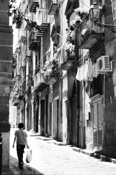 Sicily-street-and-buildings-grain