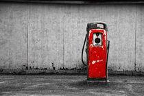 Red Vintage Gasoline Pump von Randall Nyhof