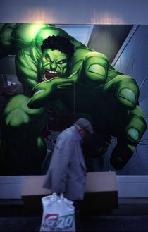 Hulk and homeless man von Andrew Wheeler